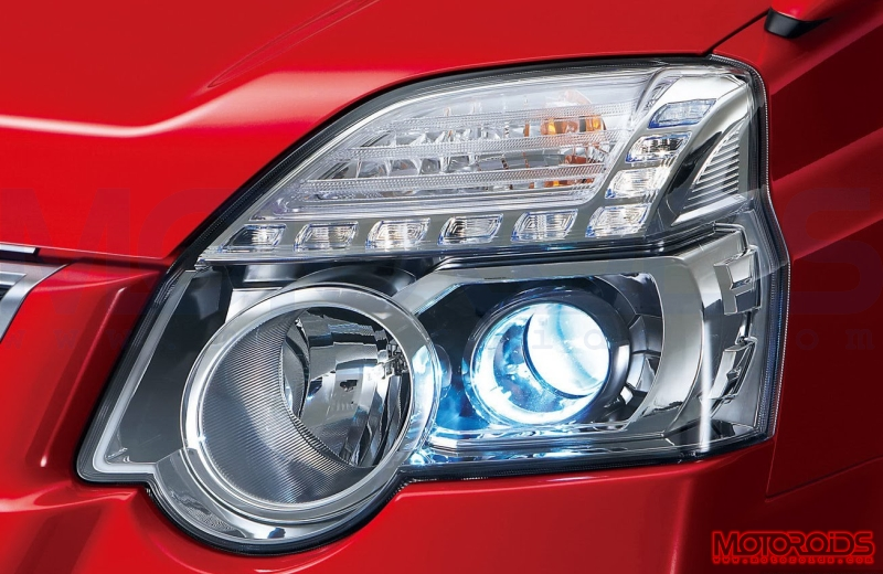 Nissan-X-Trail-2011-Headlights