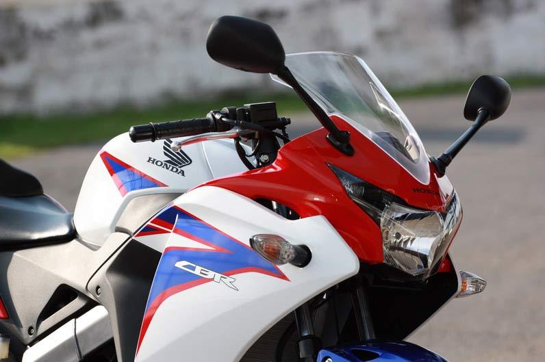 2011-Honda-CBR150R-3