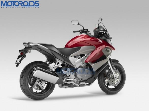 2011 Honda Crossrunner 800 adventure sports bike unveiled at the 2010 EICMA. More details and photos on Motoroids.com