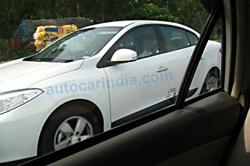 Renault Fluence test mule spy pictures
