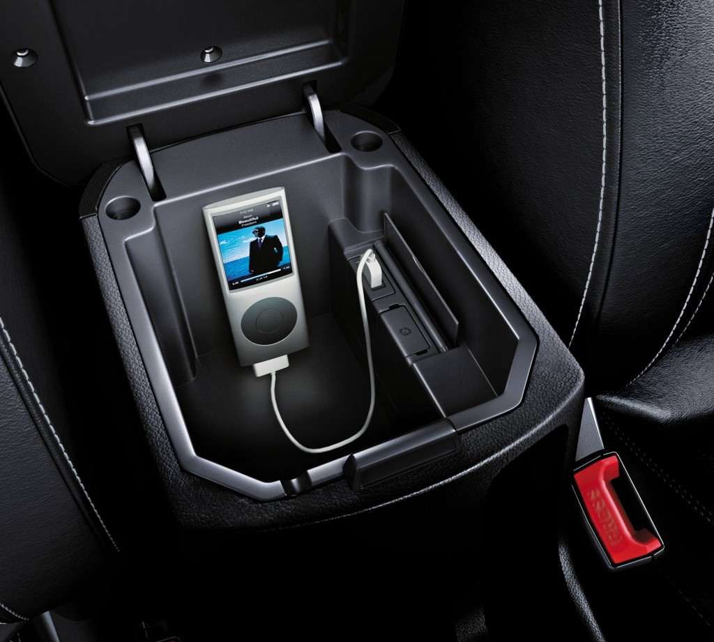 Chevrolet India has introduced a new 2011 edition of the cruze which has black interiors, ipod dock, vanity mirror light and a single CD changer for around Rs. 16,000 more than the previous edition