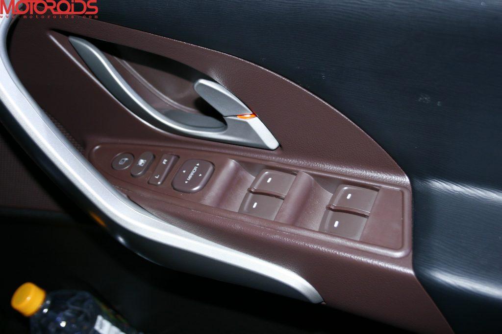 Mahindra XUV500 (41)