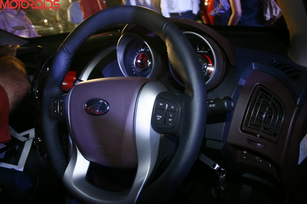 Mahindra XUV500 (40)