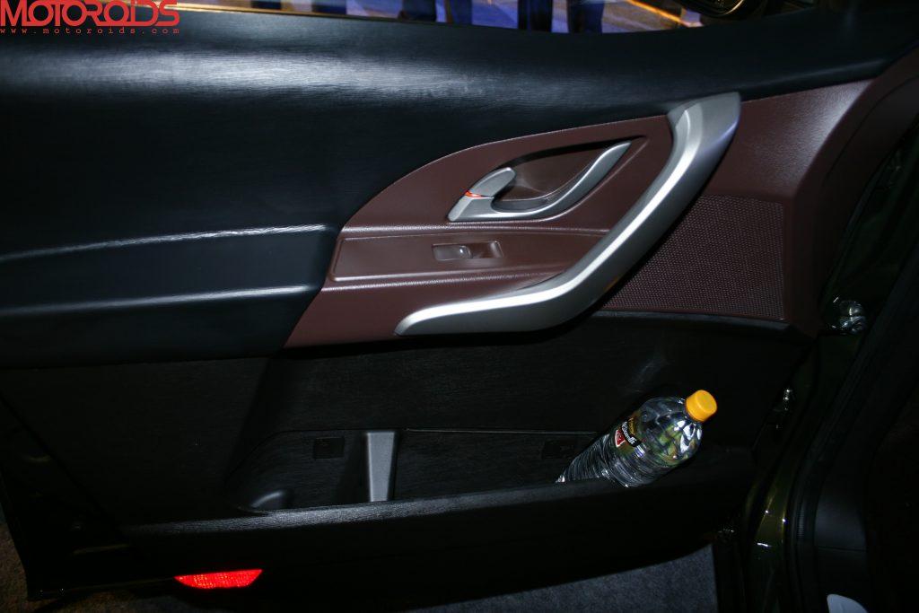 Mahindra XUV500 (35)