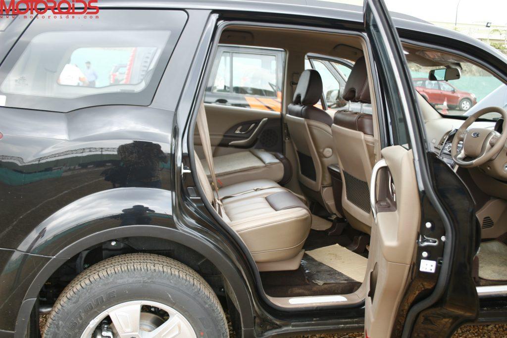 Mahindra XUV500 (23)