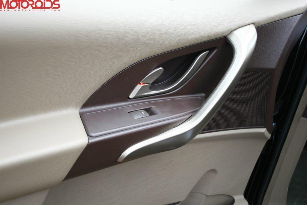 Mahindra XUV500 (19)