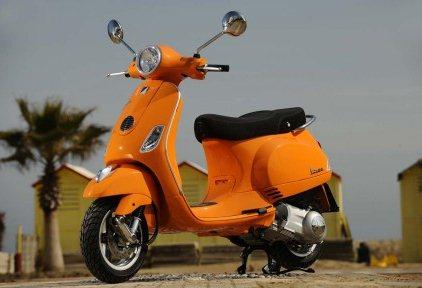 Piaggio Vespa LX125 - www.motoroids.com
