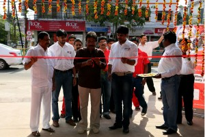 Film-Director-Prathan-Pothen-cutting-the-ribbon-300x200