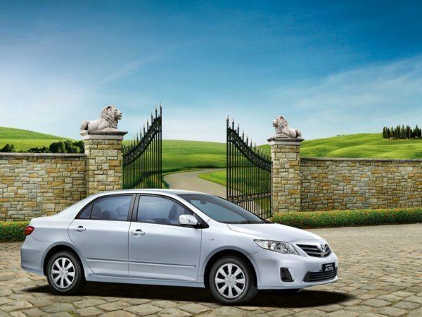 2012-Toyota-Corolla-Altis-Limited-Edition-600x450