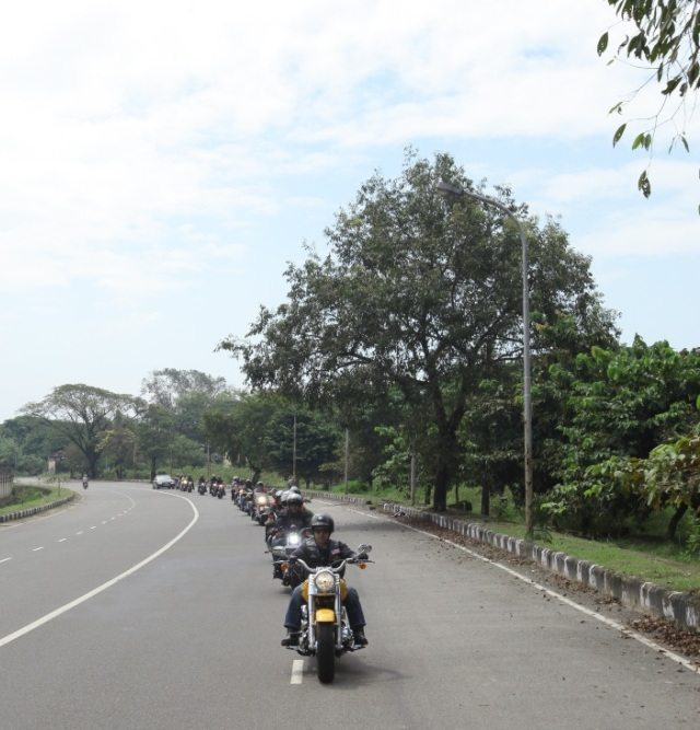 Anoop-Prakash-MD-Harley-Davidson-India-leading-the-Founders-Ride-in-Kochi-on-October-21-2012