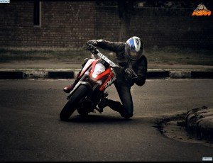 KTM-Duke-Racing-300x230