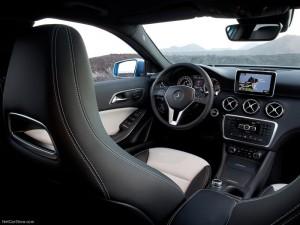 Mercedes-Benz-A-Class_2013_800x600_Interiors-300x225