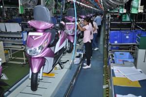 Yamaha-Eay-Assembly-Line-2-300x199