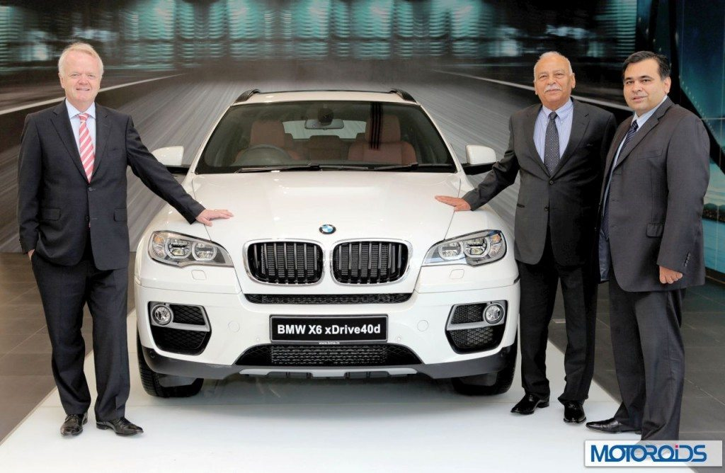 01-L-R-Mr-Philipp-von-Sahr-President-BMW-Group-India-with-Mr-Radhe-Kapur-Chairman-Deutsche-Motoren-and-Mr-Yadur-Kapur-MD-Deutsche-Motoren-1024x668