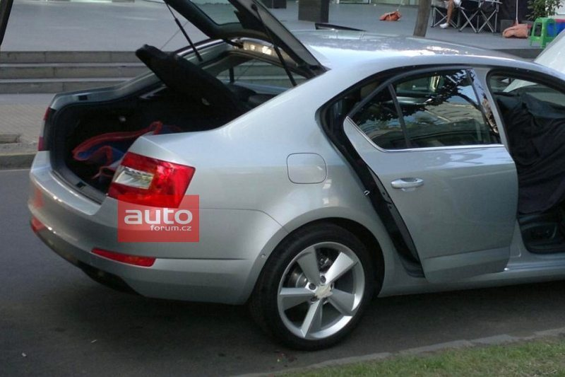 2013 Skoda Octavia Rear Side