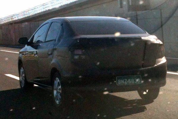 Chevrolet-Prisma-rear