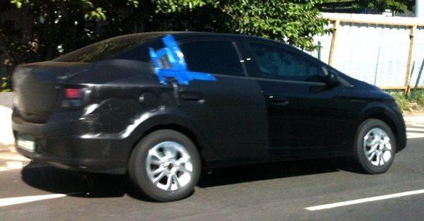 Chevrolet-Prisma-side
