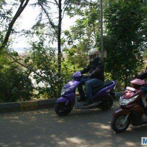 Honda Dio vs Yamaha Ray (1)
