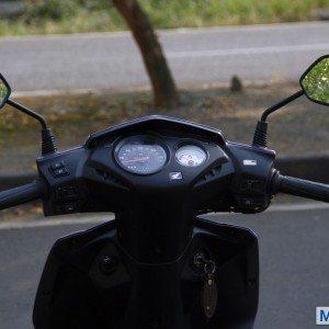 Honda Dio vs Yamaha Ray (16)