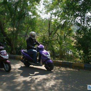 Honda Dio vs Yamaha Ray (2)