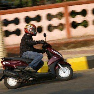 Honda Dio vs Yamaha Ray (30)