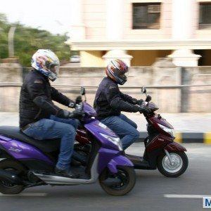 Honda Dio vs Yamaha Ray (33)