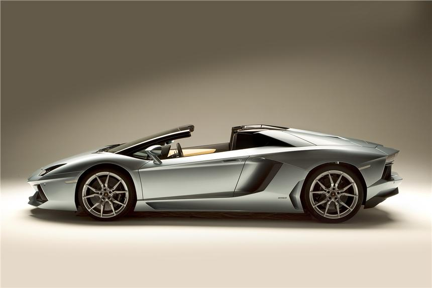 Lamborghini-Aventador-Roadster-23
