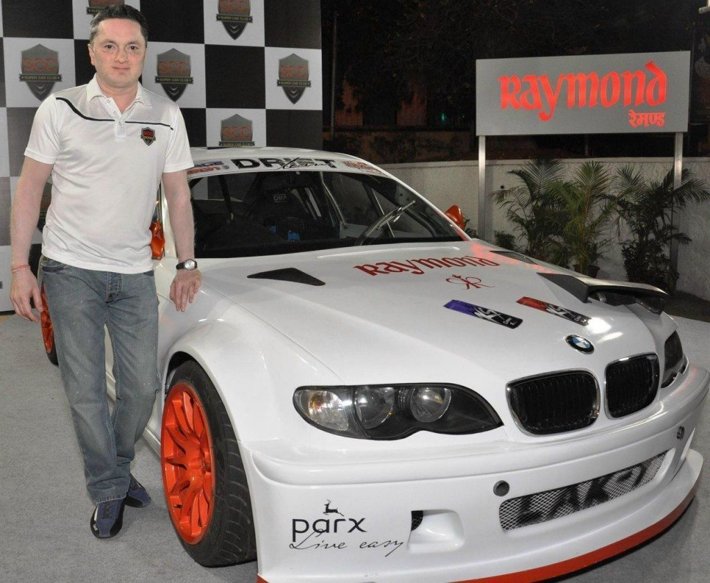 Gautam-Singhania-Chairman-Raymond-ltd-and-SCC-Club-unveiling-Indias-first-and-only-exclusive-drifting-car-1024x840