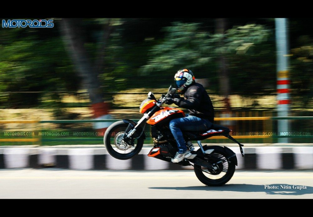KTM-200-Duke-Stunts