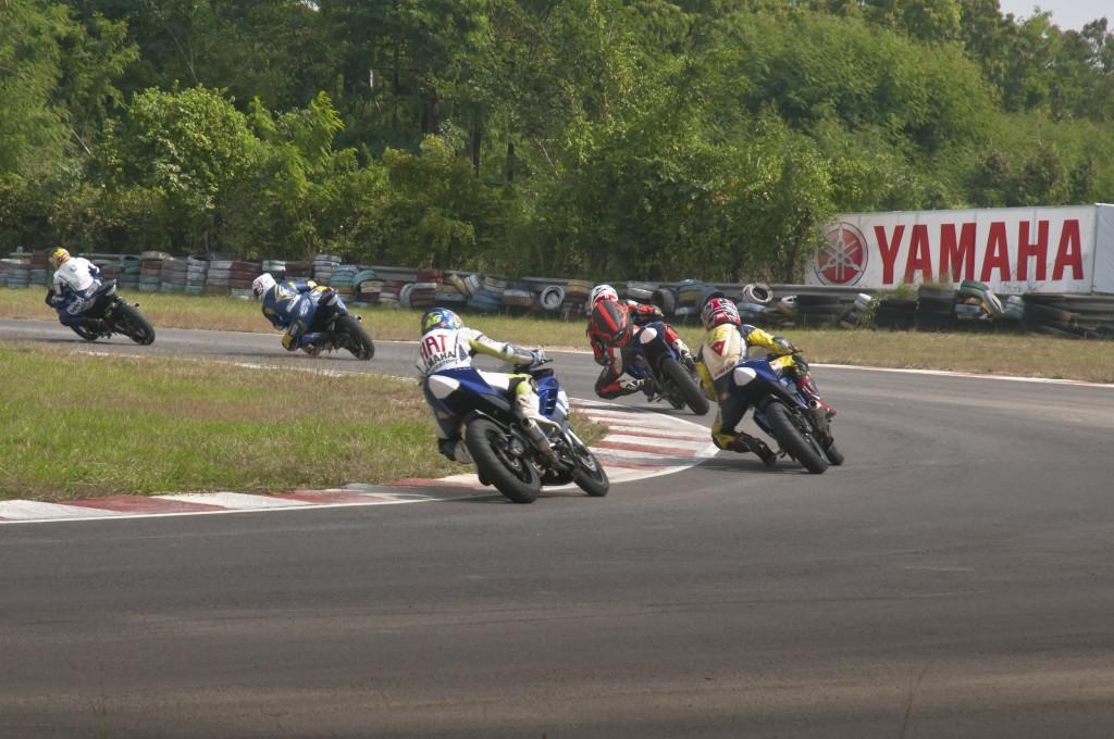 Yamaha-R15-Racing1-1024x680