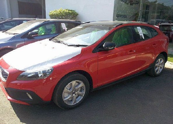 2013-Volvo-V40-Cross-Country-Crossover-India-Launch