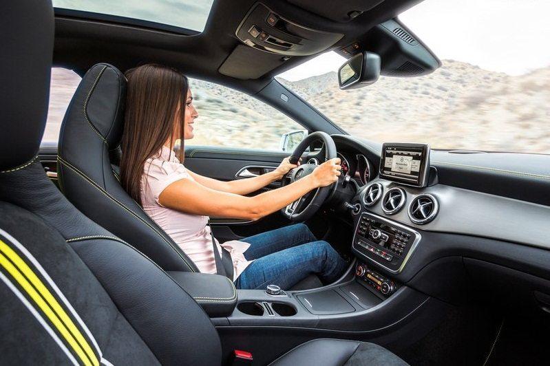 Mercedes-Benz-CLA-Class_2014-5