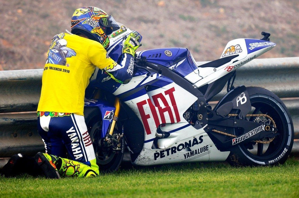 Rossi kisses the M1