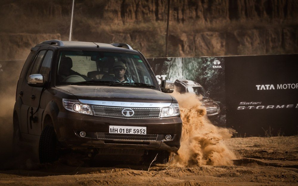 Tata-Safari-storme-booking