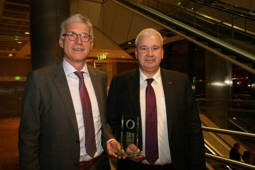 Jan Mos (left) and Michael Lutz from Apollo Tyres after receiving the award