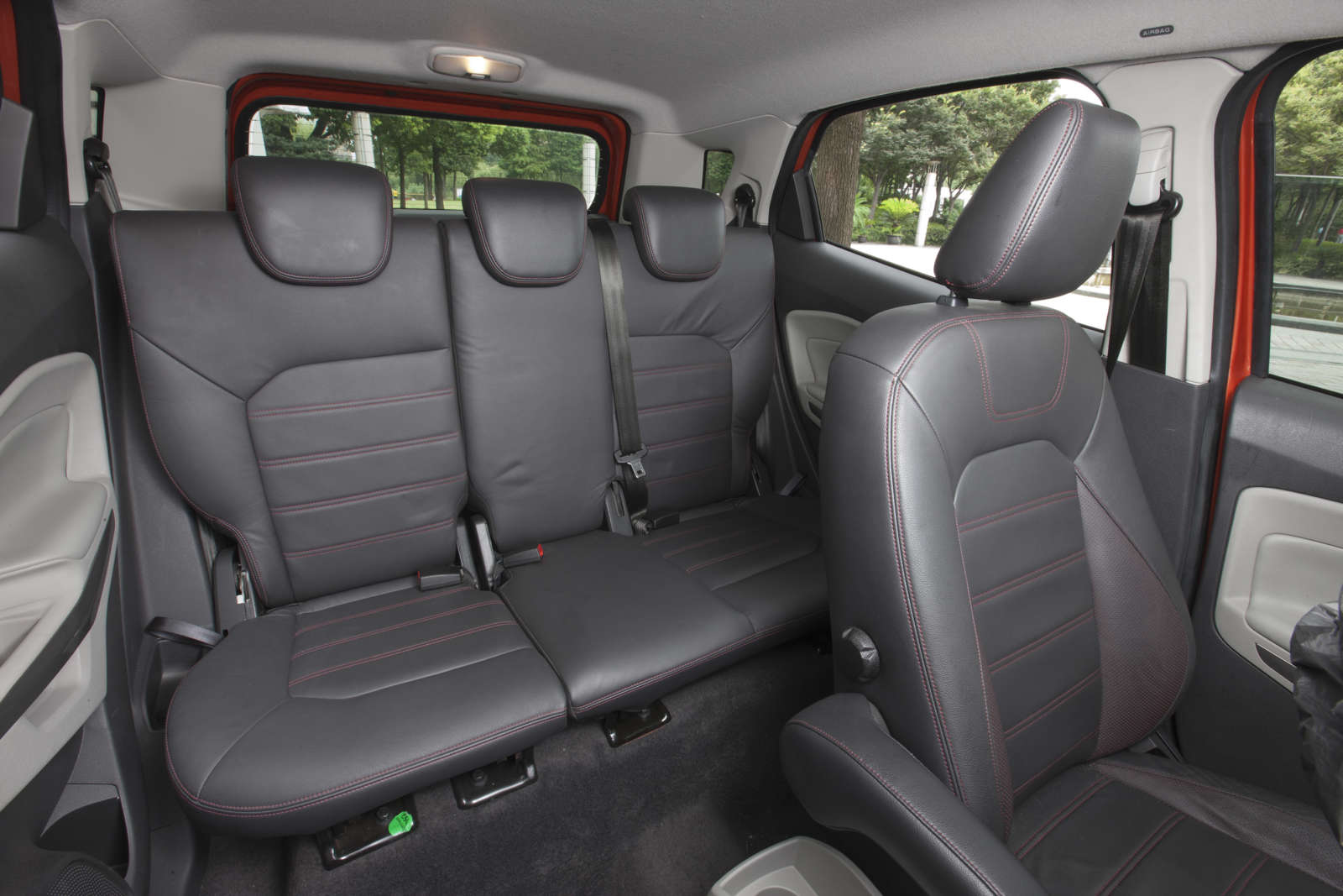 Ford_EcoSport_Seating_Rear_Space