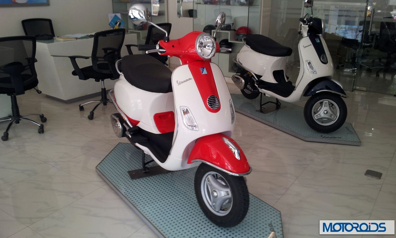 two tone vespa lx125 scooters available at some dealerships for extra price. Black Bedroom Furniture Sets. Home Design Ideas