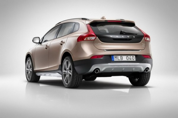 Volvo-V40-Cross-Country-India-Launch-1