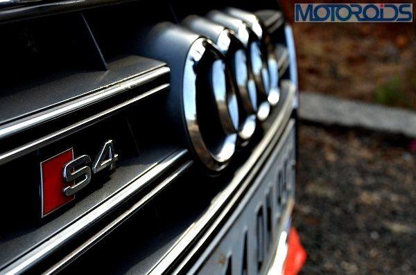 Ninja-300-Vs-Audi-S5-11