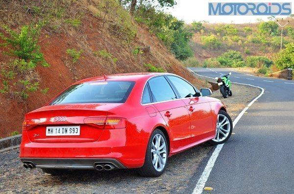 Ninja-300-Vs-Audi-S5-12