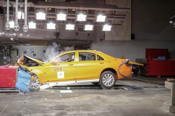 2014-Mercedes-S-Class-crash-testing-1