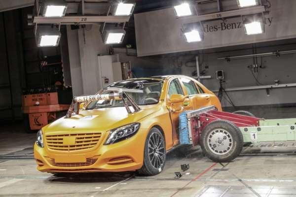 2014-Mercedes-S-Class-crash-testing-2