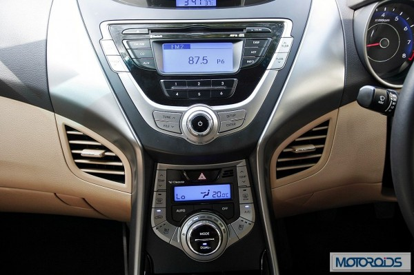 Hyundai elantra Fluidic India review (34)