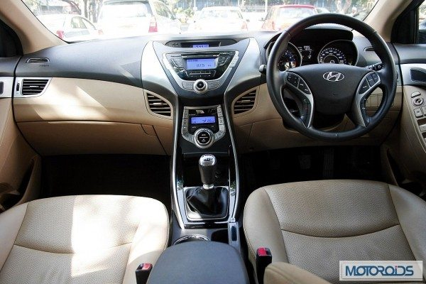 Hyundai elantra Fluidic India review (37)