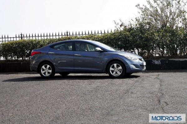Hyundai elantra Fluidic India review (43)