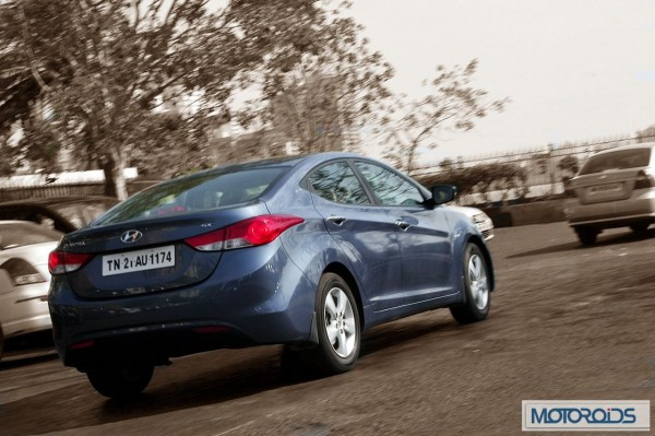 Hyundai elantra Fluidic India review (45)
