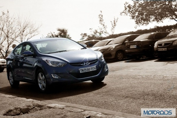 Hyundai elantra Fluidic India review (46)