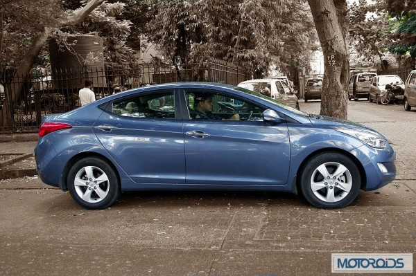 Hyundai elantra Fluidic India review (50)