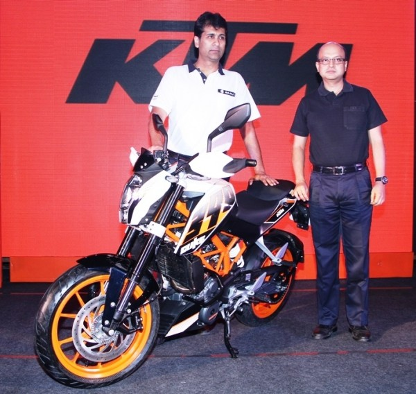 Mr. Rajiv Bajaj, MD and Mr. Amit Nandi, VP _ Probiking, Bajaj Auto Ltd. with the newly launched KTM Duke 390
