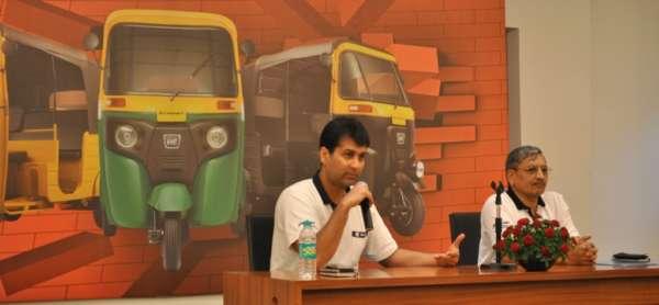 Mr. Rajiv Bajaj, MD and Mr. R C Maheshwari, President - CV Bajaj Auto Ltd. at the launch RE - Compact (1)